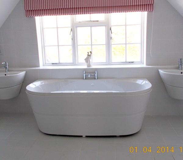 B and B Wimborne Large Bathroom